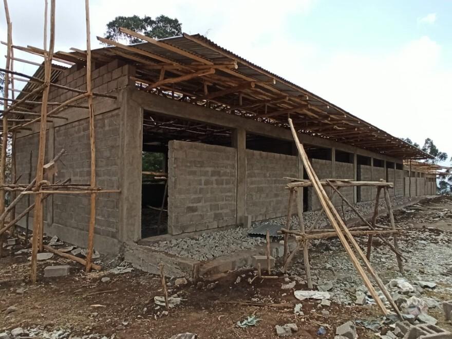Costruzione della scuola primaria a Berkoncio